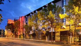 Staypineapple, University Inn, University District Seattle - Seattle - Building