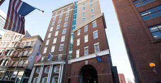 Hampton Inn & Suites Providence Downtown - Providence - Building