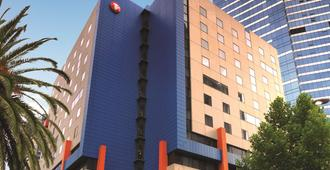 Travelodge Hotel Melbourne Southbank - Melbourne - Building