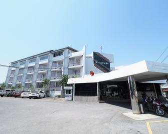 Pachara Hotel and Restaurant - Suphan Buri - Building