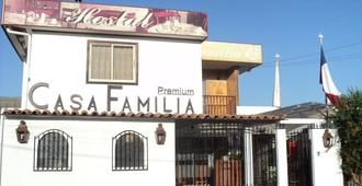 Hostal Casa Familia - Santa Cruz - Building