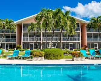 Aqua Bay Club Condos - West Bay - Edificio