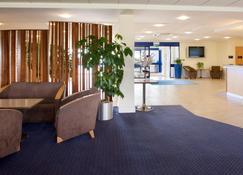 Holiday Inn Express Cardiff Airport - Барри - Лобби