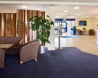 Holiday Inn Express Cardiff Airport - Barry - Lobby