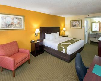 Quality Inn & Suites Conference Center - New Port Richey - Schlafzimmer