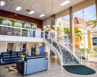 Quality Inn & Suites Conference Center - New Port Richey - Salónek