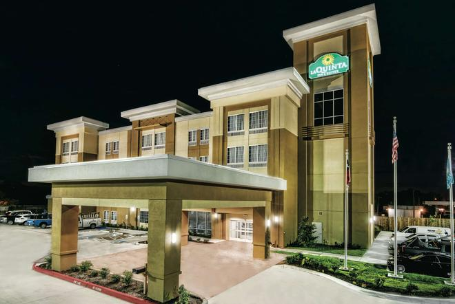 La Quinta Inn & Suites by Wyndham Victoria - South - Victoria - Toà nhà