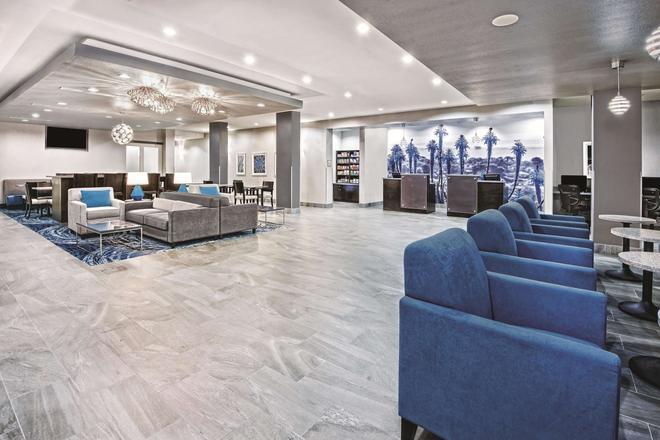 La Quinta Inn & Suites by Wyndham Victoria - South - Victoria - Lounge