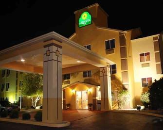 La Quinta Inn by Wyndham Peru Starved Rock State Park - Peru - Building