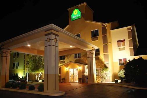 La Quinta Inn Peru - Peru - Building