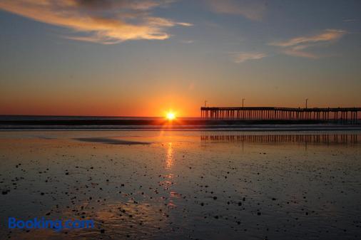 Shoreline Inn - Cayucos - Beach