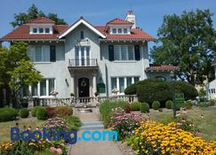 Hanover House Bed & Breakfast - Niagara Falls - Building