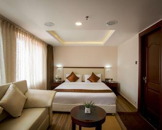 Kga Elite Continental Hotels - Tiruvalla - Bedroom