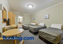 Golden Guitar Motor Inn - Tamworth - Bedroom