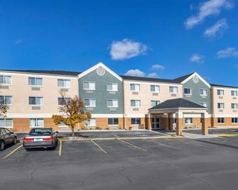 Quality Inn & Suites - Mason City - Building