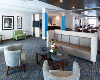 Holiday Inn Express & Suites North Battleford - North Battleford - Lobby