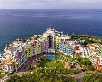Merit Crystal Cove Hotel Casino & Spa - Kyrenia - Außenansicht