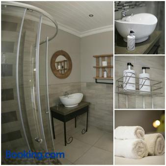 Touching Senses Garden Cottages - Bloemfontein - Bathroom