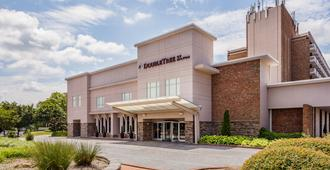 DoubleTree by Hilton Raleigh - Brownstone - University - Raleigh - Building