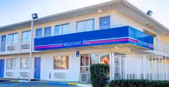 Motel 6 Murfreesboro TN - Murfreesboro - Building