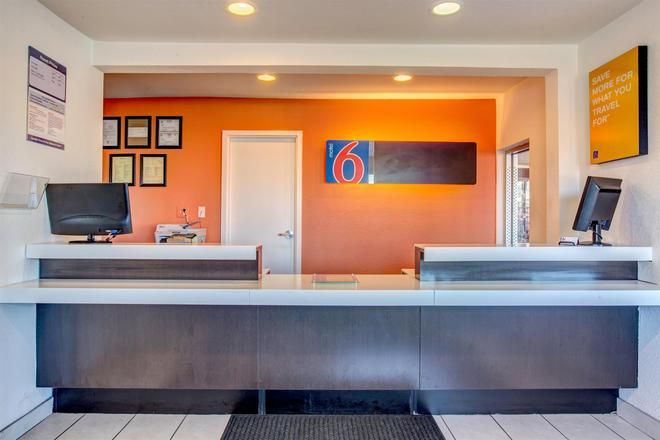 Motel 6 Murfreesboro TN - Murfreesboro - Front desk