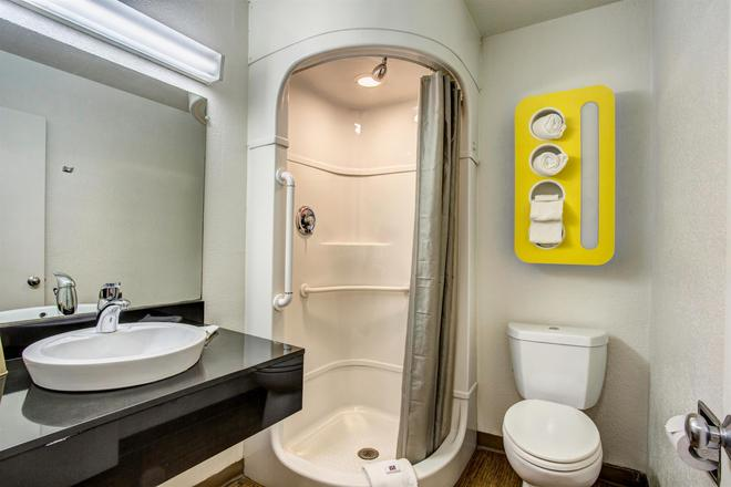 Motel 6 Murfreesboro TN - Murfreesboro - Bathroom