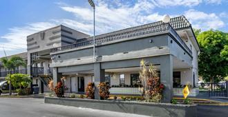 Rodeway Inn Clearwater-Dunedin - Clearwater - Building