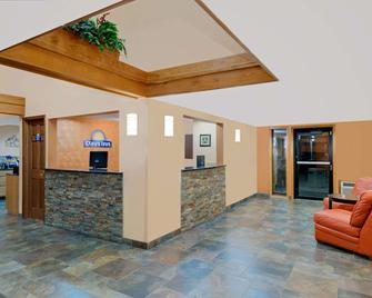 Days Inn by Wyndham Fort Dodge - Fort Dodge - Receptionist