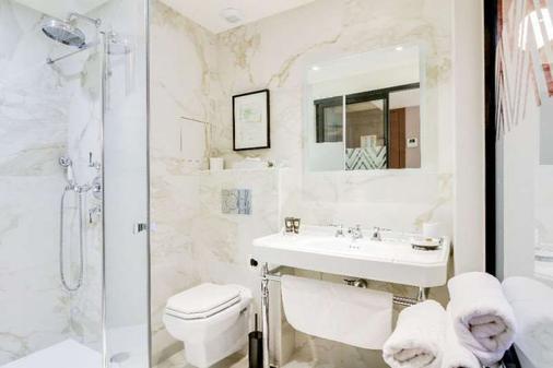 Mom'Art Hotel & Spa - Paris - Bathroom