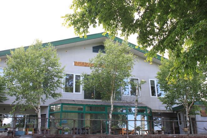 Alpine Backpackers - Hostel - Furano - Building