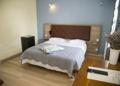 拉弗拉比 3 星餐廳飯店 - 貝爾熱拉克 - 臥室
