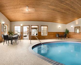 Country Inn & Suites by Radisson, Grand Rapids, MN - Grand Rapids - Басейн