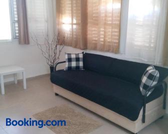 Mivtsa Lot 39 Apartments - Arad - Living room
