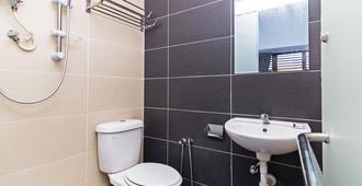 Oyo 220 Hotel Sri Maluri - Kuala Lumpur - Bathroom