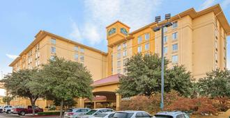 La Quinta Inn & Suites by Wyndham San Antonio Airport - Σαν Αντόνιο - Κτίριο
