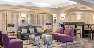 La Quinta Inn & Suites by Wyndham San Antonio Airport - Σαν Αντόνιο - Σαλόνι