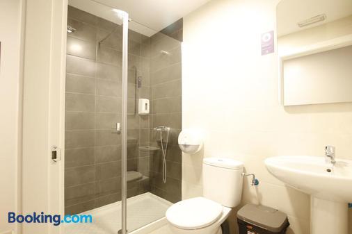 Bilbao Metropolitan Hostel by Bossh Hotels - Bilbao - Bathroom