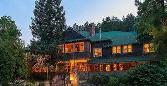Alps Boulder Canyon Inn - Boulder - Building