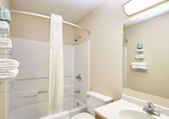 格林威爾速 8 酒店 - 格林維爾 - 格林維爾 - 浴室