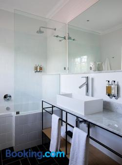 Twice Central Guesthouse - Stellenbosch - Bathroom