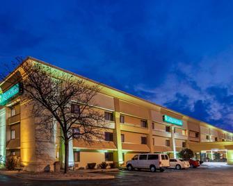 La Quinta Inn by Wyndham Detroit Southgate - Southgate - Building