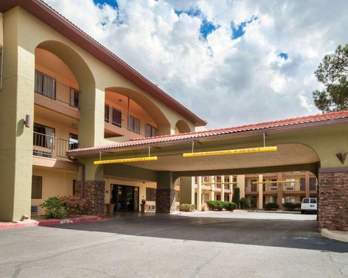 Quality Inn Airport East - El Paso - Toà nhà