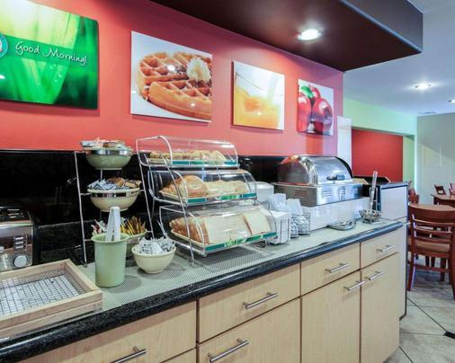 Quality Inn Airport East - El Paso - Buffet