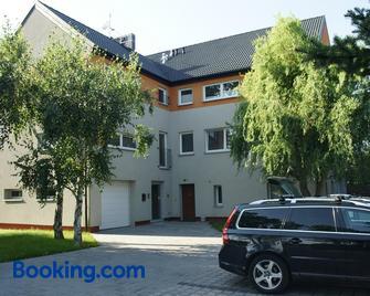Q Apartamenty - Mirków - Building