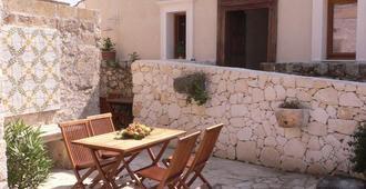 Villa dei Papiri - Siracusa - Patio