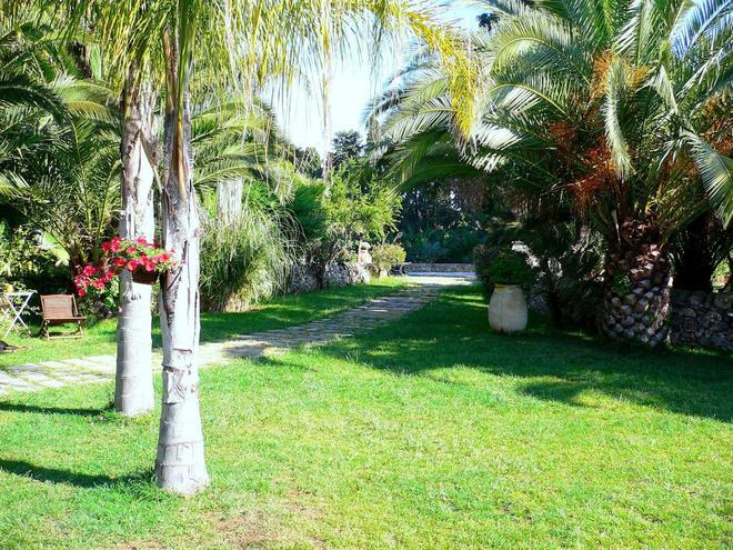 Villa dei Papiri - Siracusa - Outdoor view