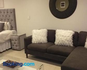 No 2 Heleza Blvd Sibaya, Ocean Deuns, Umhlanga Durban - Umdloti - Living room