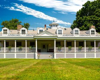 Captain Stannard Bed and Breakfast Country Inn - Westbrook - Building