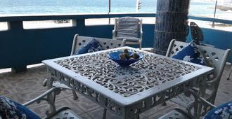 House In Front Of The Sea - Havana - מרפסת