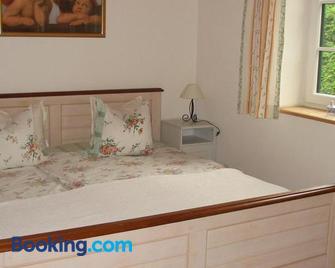 Ferienwohnung Am Pflanzgarten - Ebensee - Bedroom